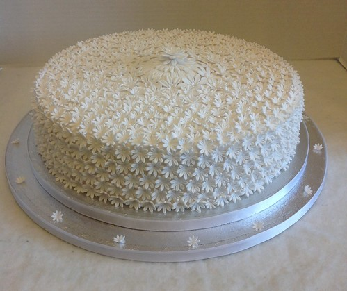 White Daisy Wedding Cake