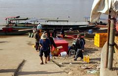 Erschöpft. Zwölf Stunden bis Phnom Penh.