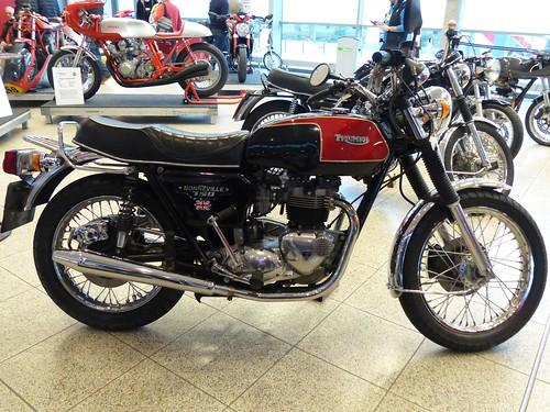 Triumpf Bonneville 750 T140 E 1982 r