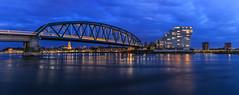 Blue hour Nijmegen de Snelbinder (nldazuu.com) Tags: waalbrug blauweuur burgerlijkeschemering waal water gelderland brug spiegelwaal nijmegen bluehourbridge snelbinder 50mmpanorama bridge blauestunde bluehour nldazuufotografeertcom brcke davezuuring trein avond niftyfifty rivier fietsenspoorbrug veurlent avondfotografie