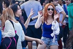 Woman dancing (Wal CanonEOS) Tags: womandancing woman dancing mujer femme girl garota femenina lady chica dance baila bailar pelirroja redheaded smile sonrisa sonrie risas rie reir feliz happy mulher argentina argentinabsas buenosaires bsas caba capitalfederal ciudadautonoma ciudaddebuenosaires sannicolas canon eos rebelt3 canoneosrebelt3 colores colors airelibre alairelibre calle callejeando calles street streets candidstreet candid candidgirl hdr hdrcolors strange hdrcandid dia day fotocallejera fotodelacalle people peoples gente womans