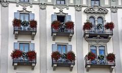 Stresa _ _ _ balconi (frank28883) Tags: stresa verbanocusioossola verbano lagomaggiore lacmajeur langensee lakemaggiore balconefiorito finestre