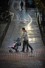(284/16) Paseando a Mara ... (Pablo Arias) Tags: pabloarias photoshop photomatix nx2 personas gente calles ciudad madrid comunidaddemadrid