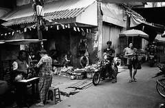 Local Market (Purple Field) Tags: contax tvs carl zeiss variosonnar 2856mm fuji neopan iso400 presto bw monochrome film analog 35mm jakarta indonesia street alley walking market people bike                  canoscan8800f stphotographia