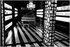 Un magasin  Sville, Andalucia, Espana (claude lina) Tags: claudelina ville town city espana spain espagne andalucia andalousie sevilla sville shop magasin piano