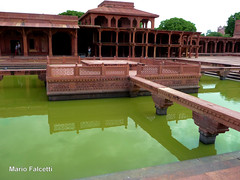 India: Fatehpur Sikri (mariofalcetti) Tags: india fatehpursikri monument monumento acqua water reflection riflessi