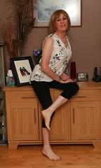 180916b 5335 (2) (Brenda Silmaril) Tags: barefeet jeans