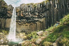 Svartifoss, Skaftafell. (Matthieu Robinet) Tags: vatnajokull iceland islande nationalpark waterfall black falls foss cascade chute orguesbasaltiques basaltic volcanic volcano trekking hiking alone landscape powerful nature green water summer roadtrip rando walk peaceful colorful column colonnes high straight paysage travel voyage world light lonely solitude thinking meditation peace