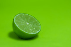 Frgstark minimalism (nillamaria) Tags: fargstarkminimalism fs161009 fotosondag lime grn grnt green frukt citrus fruit minimalism colourful catchycolors