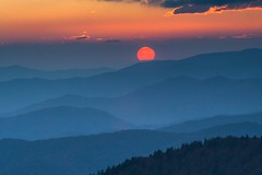 The oyster and his pearl (Catch the dream) Tags: smokymountains sunset layers mountains clingmansdome