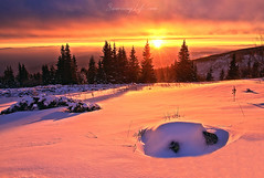 Winter sunrise (Sunrising Life) Tags: winter sun cold wind snow mountain rays tree forest high top view
