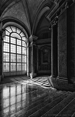 Light and shadow (Pino Vitale) Tags: light shadow window ancient ombre finestra luci antico