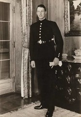 Young Prince Harald, future King of Norway (Miss Mertens) Tags: oslo norway norge king princess postcard royal norwegen prince queen rey kung re kaiser regina reine royalty monarchy cartolina adel oldfashioned roi prinz royalfamily knig dronning postkarte principe knigin principessa prinzessin monarchie monarchia kaiserin picturecard koningshuizen casareale familleroyal