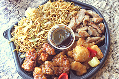 Paw plate (~Natalie Hope~) Tags: food chicken panda chinese noodles chowmein pandaexpress