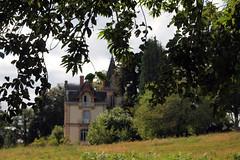 La petite promenade  Saint-Antoine, Bonnac-la-Cte, prs Limoges, Limousin, juillet 2016 (Stphane Bily) Tags: stphanebily saintantoine 1720 castle maison limousin france chteau flou blur bonnaclacte