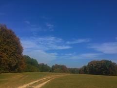 Herbststimmung auf der Schwbischen Alb (Blende2,8) Tags: blau wolken himmel felder wald wiesen bume gomaringen reutlingen schwaben alb schwbischealb weg