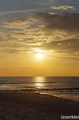 Sonnenuntergang in Zingst am Strand (izoerkler) Tags: sigma1770mmf284dcmacrooshsm k50 sigma pentax ricoh outdoor draussen ostsee balticsea zingst germany meer sea sun sonne sunset sonnenuntergang landscape landschaft orange