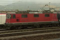 SBB Lokomotive Re 4/4 II 11146 bzw. Re 420 146 - 3 ( Hersteller SLM Nr. 4678 - BBC MFO SAAS - Baujahr 1967 mit Scherenstromabnehmer ) am Bahnhof Olten im Kanton Solothurn der Schweiz (chrchr_75) Tags: albumzzz201610oktober christoph hurni chriguhurni chrchr75 chriguhurnibluemailch oktober 2016 hurni161018 bahn eisenbahn schweizer bahnen zug train treno albumbahnenderschweiz2016712 albumbahnenderschweiz schweiz suisse switzerland svizzera suissa swiss albumsbbre44iiiii lok lokomotive sbb cff ffs schweizerische bundesbahn bundesbahnen re44 re 44