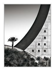 World Market Center Building, Las Vegas, NV, #39 (Vincent Galassi) Tags: lasvegas nevada usa worldmarketcenterbuilding nv 39pentax645d a300mm 1125s f16 iso400 architecture city black white