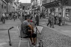 ARTSTA PORTUGUS (lourdestorreira) Tags: portugal imagen photograf pueblo tpico viaje frontera fortaleza mercado urbano