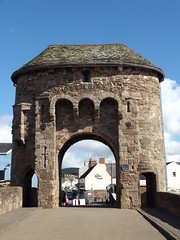 Monnow Bridge Gatehouse, Monmouth, Monmouthshire, 22 September 2016 (AndrewDixon2812) Tags: monmouth monmouthshire monnow wye gatehouse gate house bridge trefynwy wales street