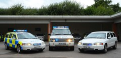 Old School (S11 AUN) Tags: cheshire police volvo v70 t5 advanced driver training adt drivingschool pursuit trainer anpr nwmpg northwestmotorwaypolicegroup traffic car rpu roads policing unit 999 emergency vehicle dk55cxy unmarked dk06tmx land rover rangerover l322 44i v8 se auto dk54hsu