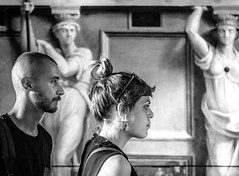 ... art & style ... ( ... vatican sketches ... ) (Fede Falces ( ...♥... )) Tags: art style roma vaticano couples girl boy statues holidays love museum blackandwhite noiretblanc olympus 28 em5 m1240mmf28 young cool bw bnw bn candid streetphotography mono monochromatic profiles ❤️welovefede