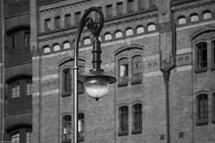 Hamburg Straenlaterne 12 &w (rainerneumann831) Tags: straenlaterne linien gebude architektur speicherstadt hamburg blackwhite