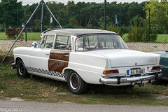 Door Wanted - Kraft durch Feinstaub (aguswiss1) Tags: mercedesbenzw110 mercedes benz w110 heckflosse car auto classic classiccar whitecar