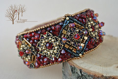 crimson heart bracelet_3 (~Gilven~) Tags: bead beads beading beadembroidery embroidery emblem japanesebeads jewelry jewelryfindingsbyannachernykh red bracelet medieval metal foggyforest