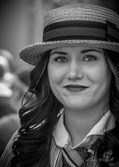 La chica del sombrero - The girl in the hat (Raul Vazquez-RVG image) Tags: miradas face portraid photo canon 70d passion robado shot beautiful woman beauty candid capture eyes retrato flickr photographer photography peolpe lady