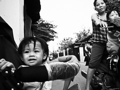 Waiting mother (-clicking-) Tags: life portrait blackandwhite bw monochrome kids children blackwhite child faces streetphotography streetlife vietnam innocence dailylife lovely visage nocolors innocnent