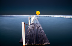 Full Moon (Kash Khastoui) Tags: sunset moon pool sydney australia full moonrise nsw rise narrabeen khashayar khastoui