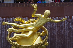 That Golden Statue at Rockefeller Center (hannibal1107) Tags: nyc rockefellercenter