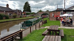 The Shady Oak at Tiverton (Eddie Crutchley) Tags: europe england cheshire tiverton canal narrowboats shadyoak pub outside