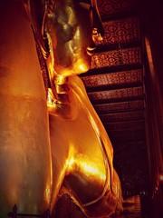 Gold (Ken Cruz --- Fernweh) Tags: buddha lyingbuddha gold goldenbuddha temple watpho bangkok thailand vignette relax laydown headtotoe