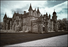 Balmoral Castle in Infrared (guenterleitenbauer) Tags: 2016 5d april august austria canon guenter gnter ir juli landscape leitenbauer urlaub wels bild bilder britain brittanien burg castle city flickr foto fotos great image images infrared infrarot july key landschaft photo photos picture pictures ruine schottland scotland stadt town wasser water wwwleitenbauernet sterreich balmoral schloss schlos
