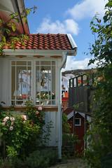 (Tomas Öhberg) Tags: grundsund västkusten west coast sweden bohuslän hus house porch veranda polarizer polarizing filter