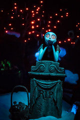 Sally, Deep in Thought (disneymike) Tags: sally nightmarebeforechristmas hauntedmansionholiday disney disneyland disneylandresort anaheim california nikon d5 hauntedmansion nikkor 50mmf14g