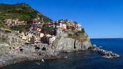 Manarola (fafisavoie) Tags: manarola cinqueterre italie mer soleil plage t rochers village montagne littoral ligurie