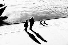 zwei. plus. zwei. (2) (HansEckart) Tags: schatten shadow minimalistisch people human silhouetten grafik blackandwhite bw hamburg hafen sichten