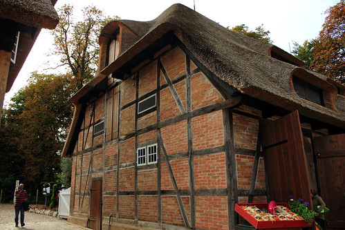 "Historischer Bauhof, Eutin (11) Torhaus • <a style=""font-size:0.8em;"" href=""http://www.flickr.com/photos/69570948@N04/30212975481/"" target=""_blank"">Auf Flickr ansehen</a>"