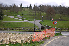 parks (Jusotil_1943) Tags: obras seales trafico parque fences