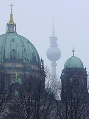BERLIN - Berliner Dom & Fernsehturm 2005 (zorro1945) Tags: berlinerdom cathedral dom fernsehturm tower turm televisiontower tvtower alextower berlin germany deutschland europe europa fog freezingfog