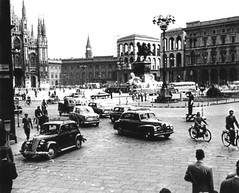 duomo nei primi anni dopo la guerra, si vede l'Arengario in via di completamento (Miln l'era insc) Tags: milano duomo vecchiefoto milanosparita