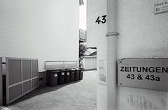 die hoftorsituation (fluffisch) Tags: fluffisch darmstadt bessungen carlzeiss biogon21mm zeissbiogon21mmf28 wide g21 g2 35mm negativ rangefinder messucher analog film adox silvermax contaxg2