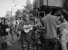 Jegue Eltrico (abnercestari) Tags: 645 abnercestari acros100 fuji fujiacros fujiacros100 mamiya mamiya645 mamiya645pro mediumformat neopan neopan100 sopaulo mediumformatphotography carnavalderua jegueeltrico streetphotography streetband