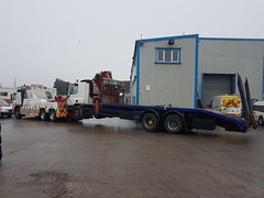 Volvo FM12 Recovering 6 Wheeler Beavertail With Hiab (JAMES2039) Tags: volvo fm12 tow towtruck truck lorry wrecker heavy underlift heavyunderlift 6wheeler frontsuspend daf 75 85 ca02tow flatbed hiab rescue breakdown ask askrecovery recovery bridgend beavertail cardiff cf