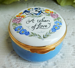 Crummles English England Enamels Trinket Pill Box ~ A Token Of Love ~ w Box (Donna's Collectables) Tags: crummles english england enamels trinket pill box ~ a token of love w