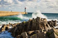 Bretonische Brandung I (Seahorse-Cologne) Tags: audierne bretagne breizh brandung meer leuchtturm lighthouse frankreich france sea wellen